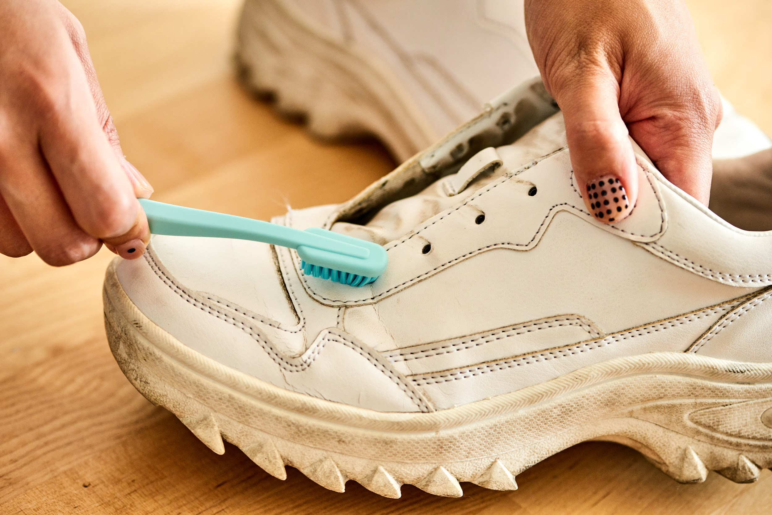 Detailed instructions on how to clean used shoes